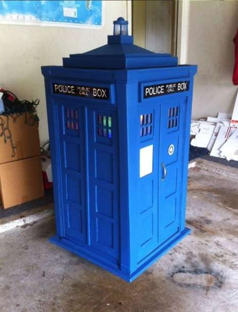 Time Traveling Juxeboxes - Crafty Dad David Prouty Made a Homemade TARDIS for His Daughter