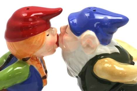 Romantic Kissing Gnomes Shakers