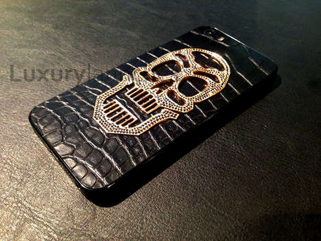 Glamorous Golden Skull Smartphones - The 'Skull Edition' iPhone 5s is Bedazzling