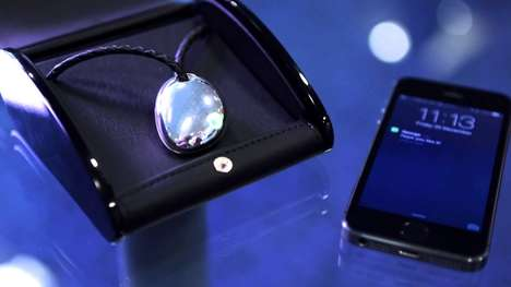 Smartphone Necklace-Projecting Gadgets