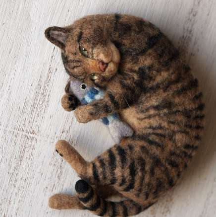 Hyperrealistic Felted Cat Crafts