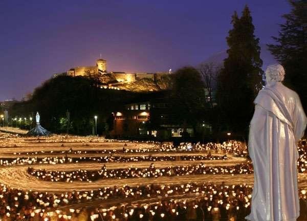 28 Holy Tidbits to Recognize the Pope at Lourdes
