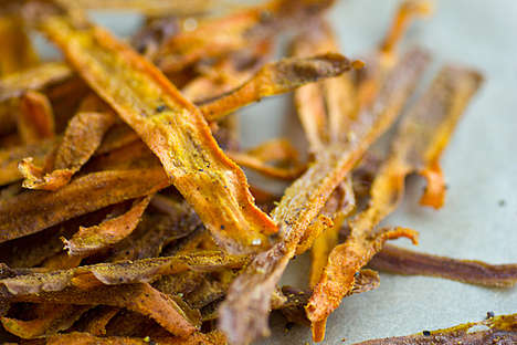Curry Carrot Chips - Oh My Veggies' Baked Carrot Chip Recipe is a Flavorful Twist on Healthy Eating