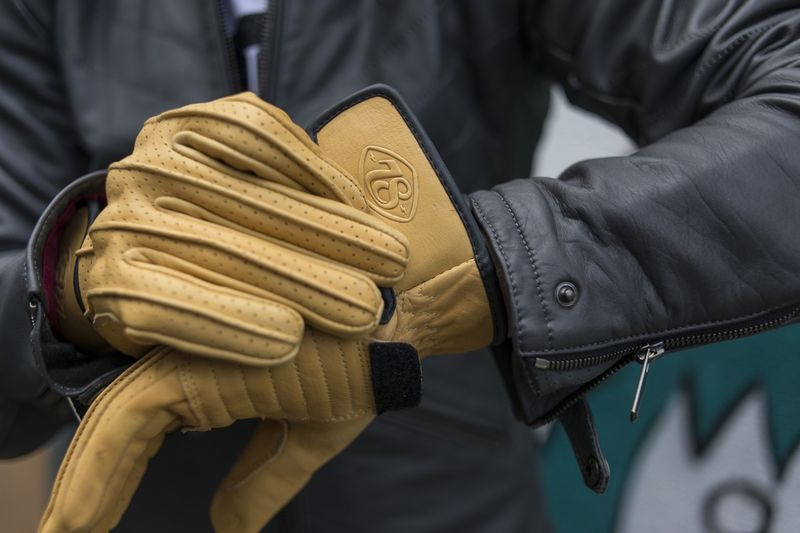 Neo-Vintage Motorcycle Gloves