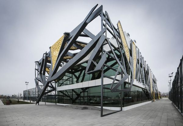 28 Innovative Steel Facades