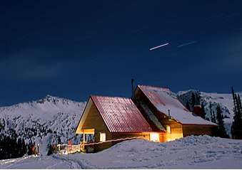 Helicopter Hotel - Sentry Mountain Lodge