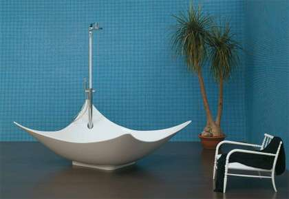 Dish-Inspired Bathtubs - 'Leggera' by Gilda Borgnine