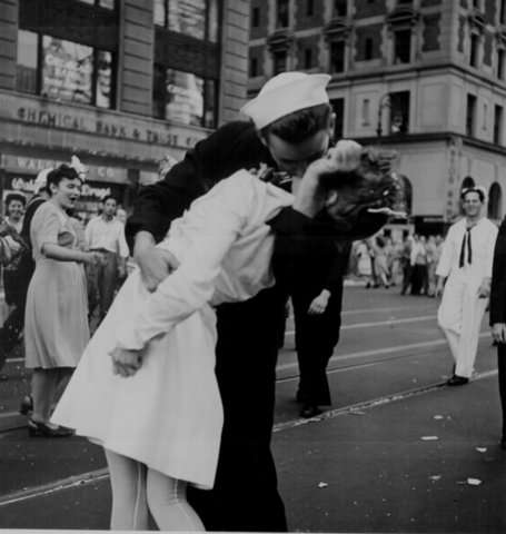 Recreating Classic Photos - The Kiss at Times Square
