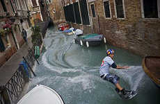 Guerrilla Wakeboarding in Venice