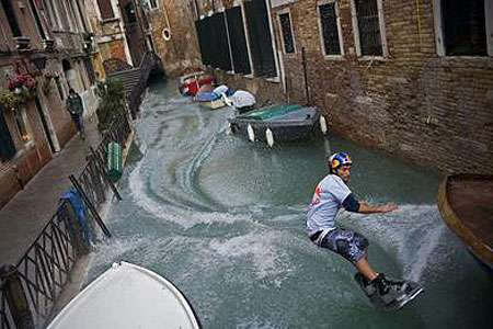 Guerrilla Wakeboarding in Venice - San Marco Square Surfing