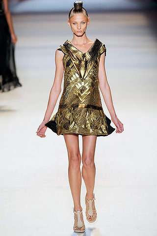 Modern Day Goddess Fashion Runway Styles Influenced By Ancient Egypt