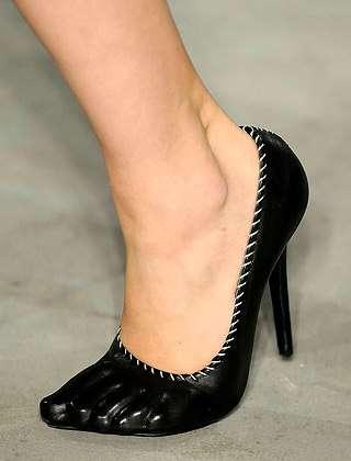 Toe-Dividing Stilettos