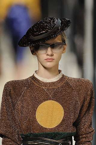 Chic Straw Hats And Mash-Up Layers At Marc Jacobs S/S RTW '09