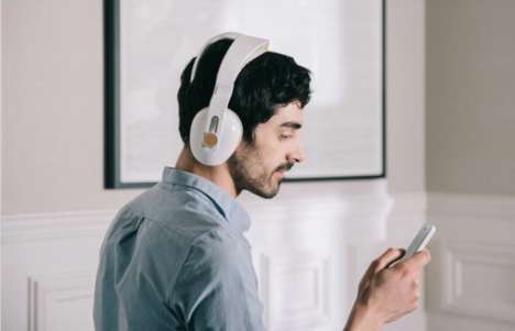 Relaxation-Guiding Headphones