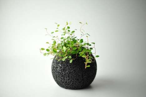 Air-Purifying Planters - The 'Eco-Pochi' Planter Cleanses the Air with Greenery and Bamboo Charcoal