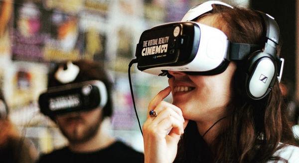 16 Virtual Reality Media Examples
