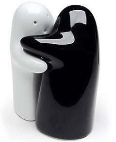 Hugging Salt and Pepper Shakers Help You Add Love to Meals