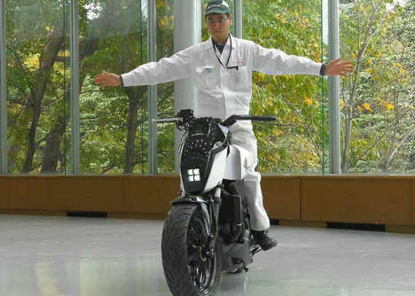 Self-Balancing Motorbikes - The Honda Riding Assist Technology was Shown Off at CES 2017