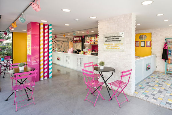 25 Confectionery Retail Innovations
