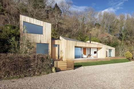 Angular Wooden Seaside Cottages - 'The Crow's Nest' is a Holiday Home on the South Coast of England