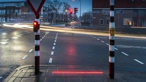 Pavement-Level Traffic Lights - These Lights for Pedestrians Were Introduced for Smartphone Users