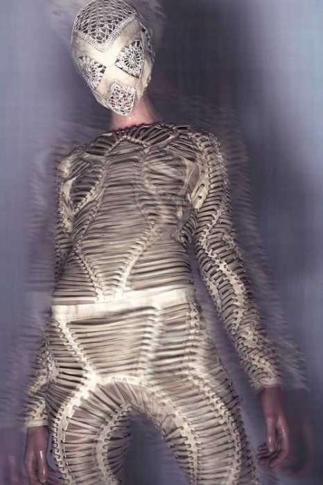 Mummified Fashion - Iris van Herpen's 'Mummification' Fall Collection