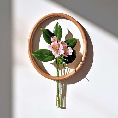 Circular Wooden Vases - 'Mary's Vase' Frames Each Flower You Pick with a Wooden Halo