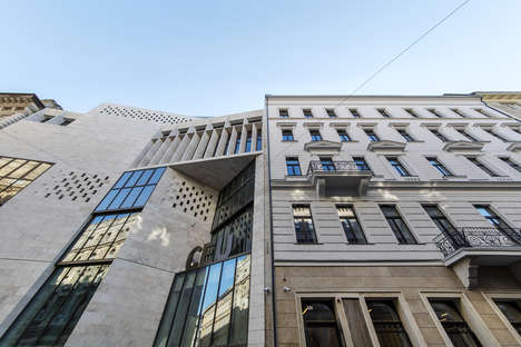 Contrasting University Buildings - The Central European University Clashes with Classic Architecture