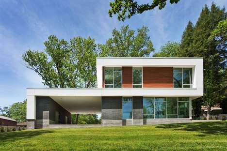 Lake-Facing Homes - The Boetger Residence Has an Optimal View of the Nearby Lake