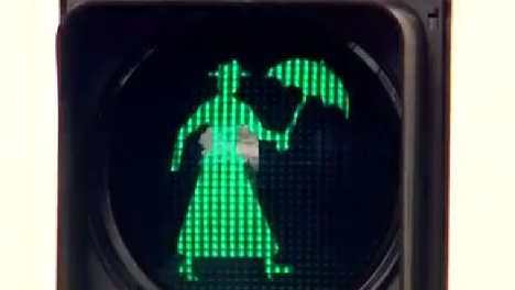 Movie Character Traffic Lights - Mary Poppins Traffic Lights Were Installed in Maryborough Australia