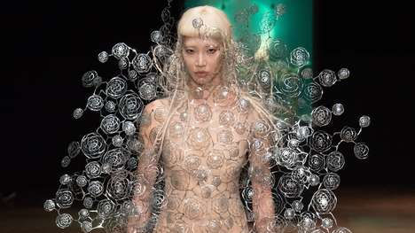 Aero-Aquatic Fashion Lines - Iris van Herpen's Aeriform Collection Explores Air and Water