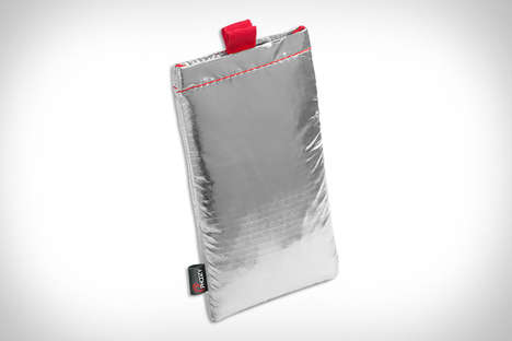 Thermal Phone Protection Pouches - The Phoozy Thermal Phone Pouch Keeps Extreme Temperatures Out
