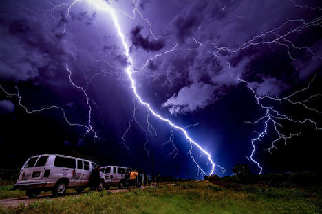 Severe Weather Travel Tours - Extreme Tornado Tours Puts Thrill Seekers Right Up in the Action