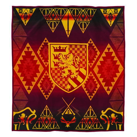 Wizardly Textile Collections - Pendleton Woolen Mills Released a Line of Harry Potter Scarves & More