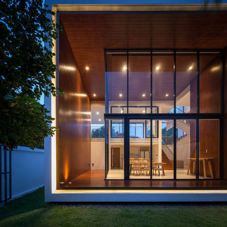 Cubic Glass Homes - 'NY House' Features a Glass-Enclosed Dining Room