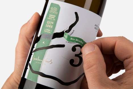 Peel-Off Wine Labels - The Packaging for '3 Rios' Features a Peel-Off Label Design