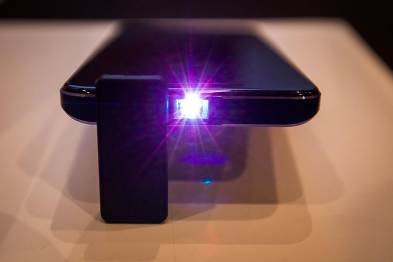 Projector-Integrated Mobile Phones
