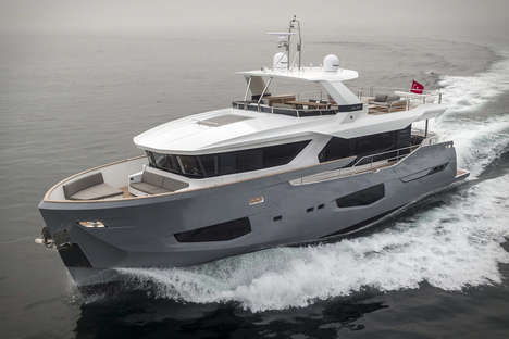 High-Speed Luxe Yachts