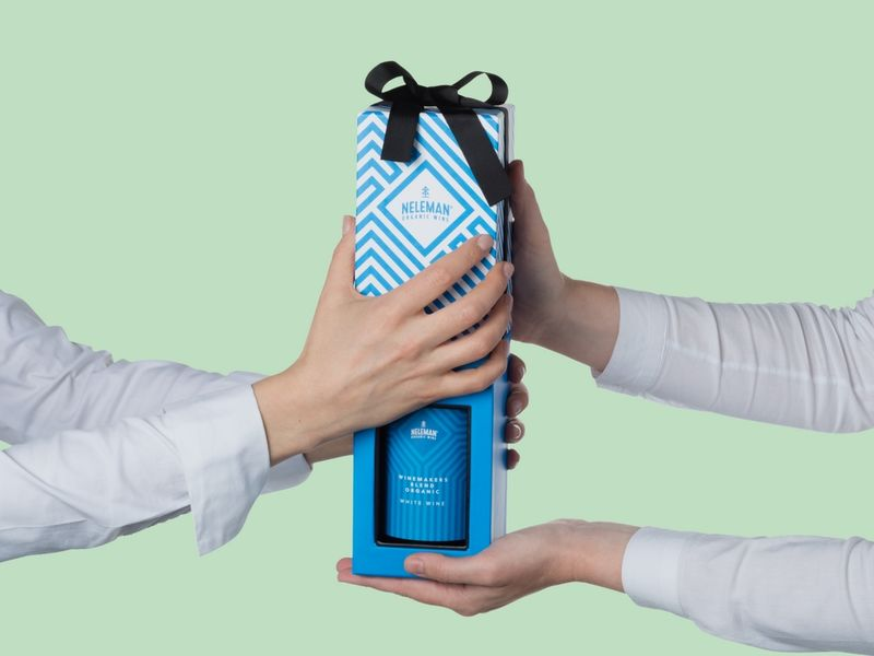 Attention-Grabbing Wine Gift Packaging