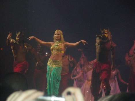 Bollywood Mania - Even Britney Spears Infuses Her Concert With 'Slumdog Millionaire' Mov