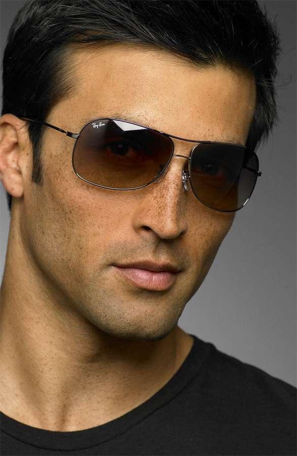 35e15bd3e2ab Pilot Fashion: Aviator Sunglasses Are Still In Style For Men With Confidence