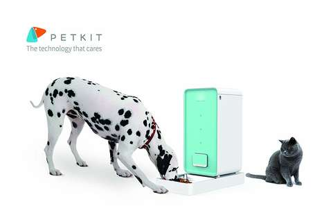 Intelligent Pet Feeder Appliances - The PETKIT Smart Pet Feeder is Suitable for Cats or Dogs