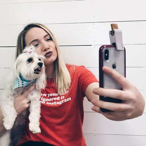 Treat-Wielding Pet Selfie Tools