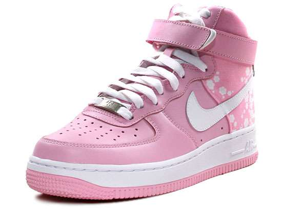 bas prix 26823 80877 Pastel Pink Sneaks: New Nike Air Force 1 Shoes Are Strictly ...