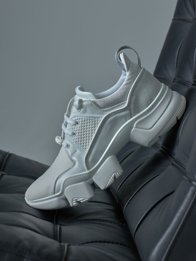 a957cd7a48e Luxurious Low-Top White Sneakers