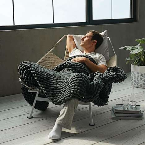 Weighted Napping Blankets - 'The Napper' By Bearaby is a Stylish Weighted Blanket for Daytime Use
