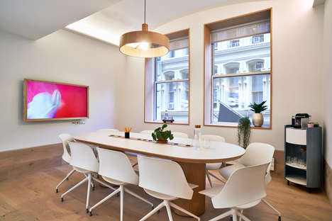 Contemporary Rentable Meeting Rooms - Meet in Place New York Has a Modern Interior by Float Studio