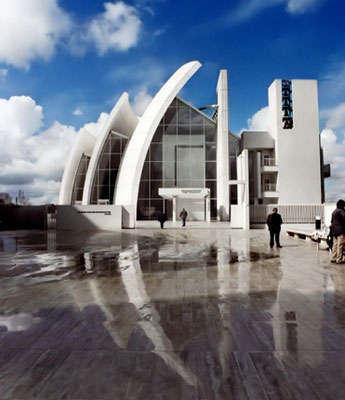 16 Pieces of Futuristic Architecture