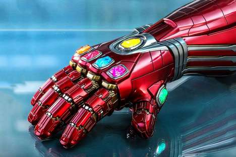 Superhero Metallic Gaunlet Collectibles