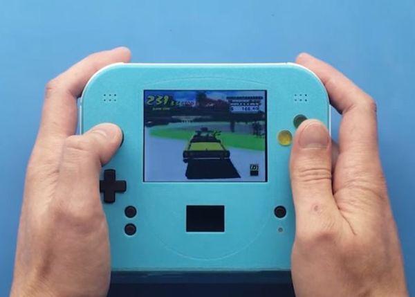 Portable Retro Gamer Consoles : Sega Dreamcast handheld console